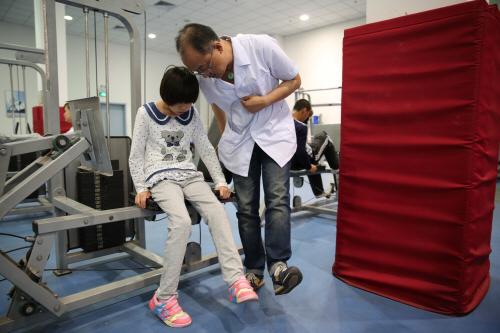 市残疾人辅具中心为我市残疾人运动员提供辅助器具...图片